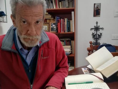 """[Entrevista] """"Poeta es aquel que descubre cuando escribe"""": Augusto Pinilla"""