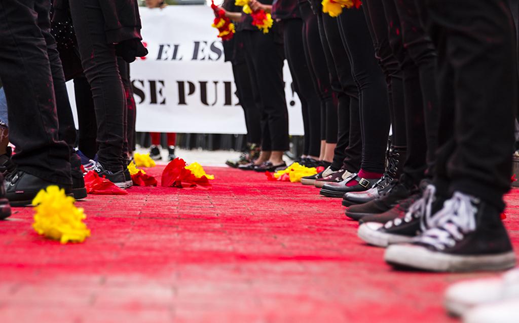 Performance 'Bogotá se tiñe de sangre'. Foto tomada por Nicolás Andrés Ortiz.