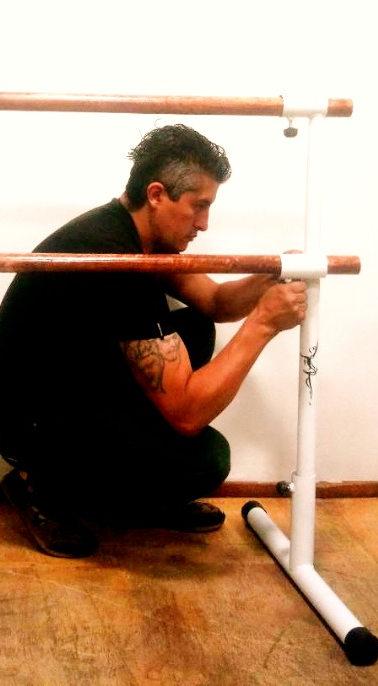 Pedro Tinoco, escenógrafo que preserva el arte en las casas