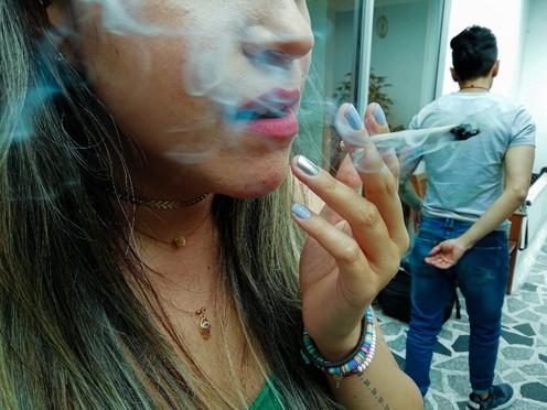 [FOTOPERIODISMO] Dos jóvenes le apuestan a la marihuana legal en Bogotá