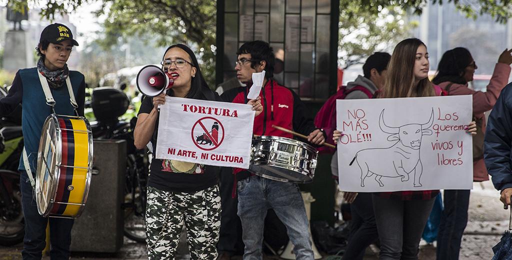 Protestantes en la Carrera Séptima. Foto tomada por Nicolás Andrés Ortiz.