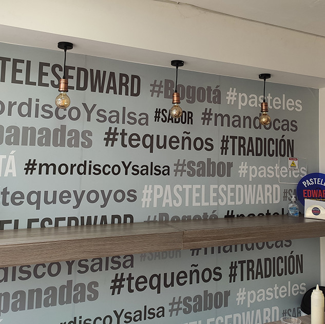 Interior de Pastelitos Edward con algunas de las palabras típicas que se usan en el Zulia.