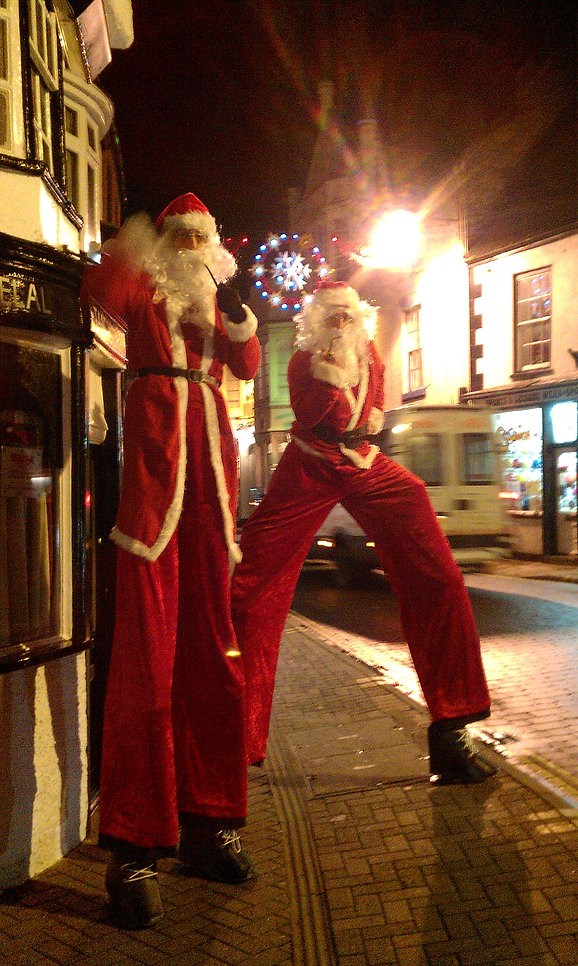 Christmas themed Entertainment 10ft Santa, stilt walkers, stilt walking father christmas, Street theater Lincolnshire Earthbound Misfits
