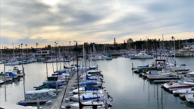 Looking for hotel in Santa Monica? Marina del Ray Hotel with amazing view
