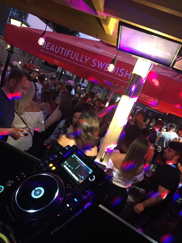 DJs in Sound-Garden Bar