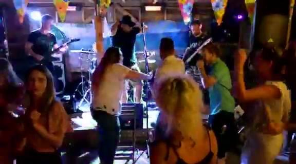 Party in Sound-Garden Bar