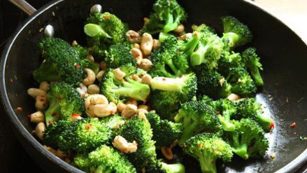 Broccoli met chilipeper en cashewnoten