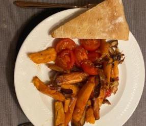 Geroosterde pastinaak met rode aardappel en kappertjesvinaigrette
