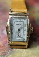 Longines - Art Deco Engraved 'Curvex' Style Case - 17 Jewels Mechanical Wind Movement - Two Toned Dial wristwatch - (circa 1938)