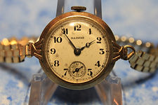 Illinois Watch Company - Scarce SIDE-WAYs Transitional Wristwatch - with a High Quality 15 Jewels Mechanical Wind Movement (circa 1919)