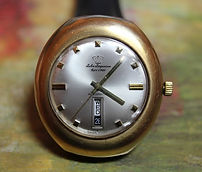 Jules Jurgenson - 14K Gold Filled Large Cushion Case - Day and Date at 6 o'clock Wristwatch - (circa 1970s)