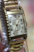Benrus - Checker Board Dial - Picket Fence Tank Case - 17 Jewel Mechanical Wind Wristwatch - (circa 1940s)