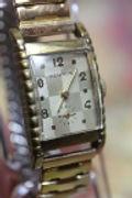 Benrus - Checker Board Dial - Picket Fence Tank Case - 17 Jewel Mechanical Wind Wristwatch - (circa 1940s)