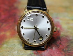 Wyler - Incaflex - Pearl Quad Dial with a Round Date Window at the 5 o'clock position - Wristwatch - (circa 1960s)