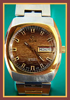 Elgin - Super Scarce Detailed Wood Grain Dial, Day and Date Feature, Unique Nine Faceted and Curved Drivers Style Crystal, Automatic 25 Jewel Movement Wristwatch - (circa 1970s)