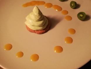 Avocadocreme, Keks und Mango