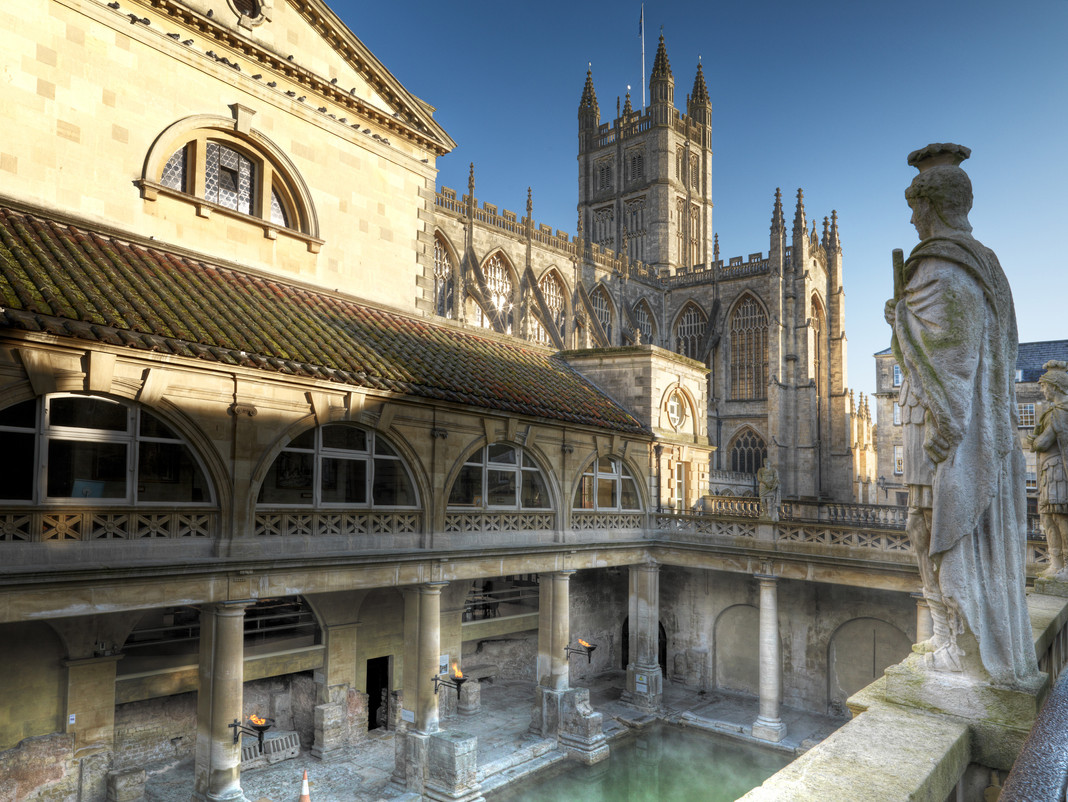 Roman_Baths_and_Bath_Abbey.jpg
