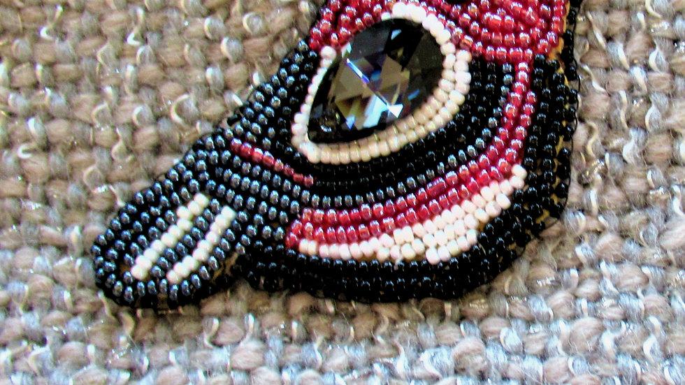 Red Bird Brooch Medium/ Oiseau noir et rouge moyen