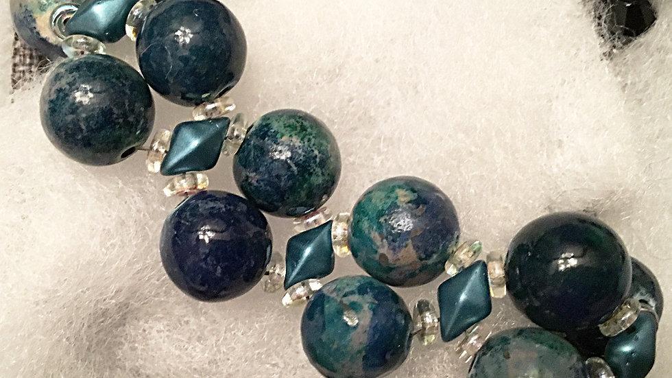 Beaded bracelet with turquoise stones