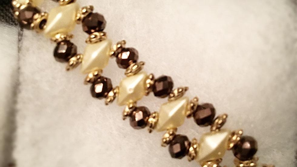 Beaded bracelet with  brown crystals