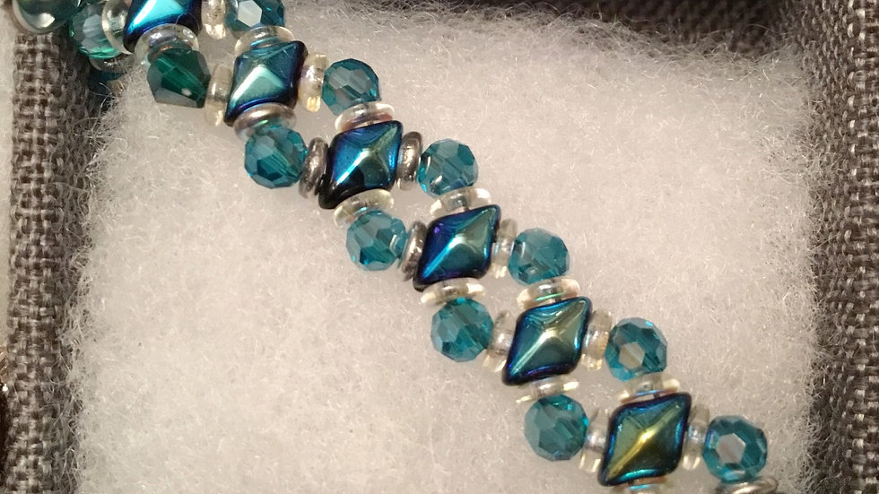 Beaded bracelet with turquoise crystals