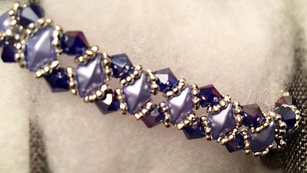 Beaded bracelet with saphyre  blue crystals