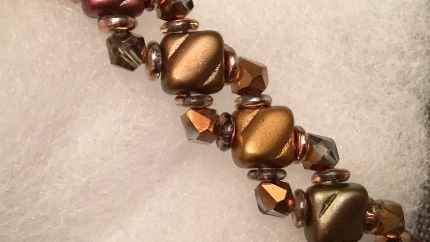 Beaded bracelet with crystals