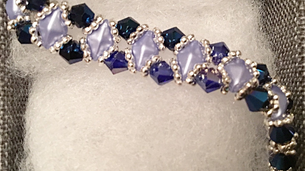 Beaded bracelet with saphire color crystals