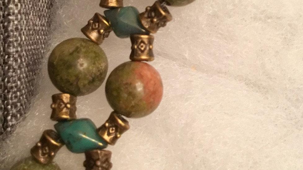 Beaded bracelet with stones