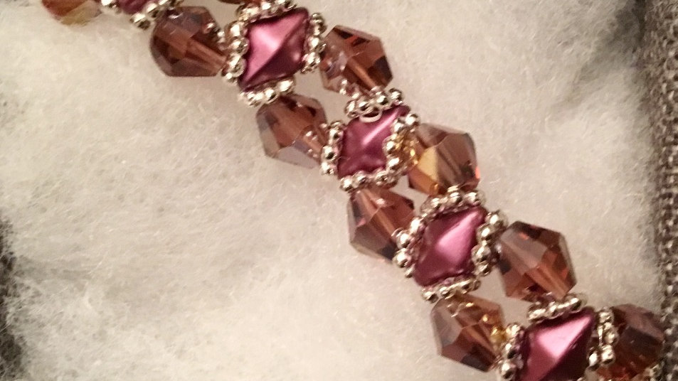 Beaded bracelet with rose crystals