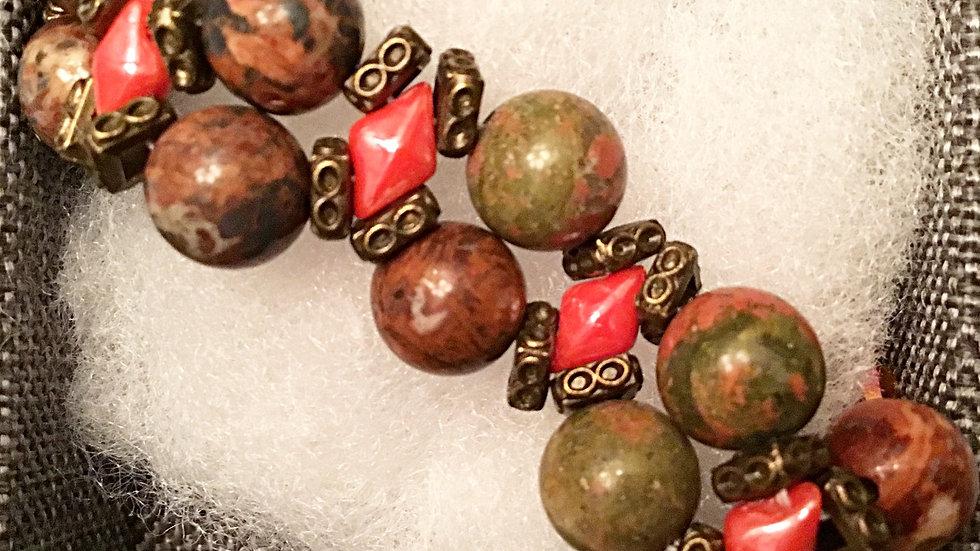 Beaded bracelet with brown-reddish stones