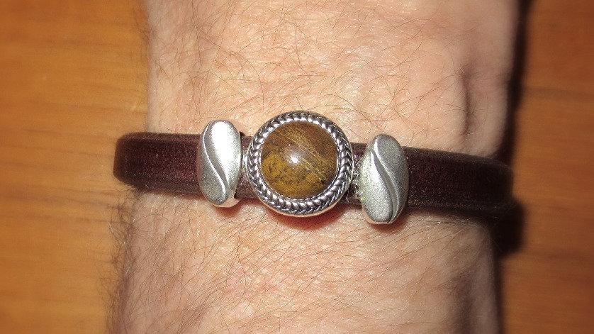 Man's bracelet with brown stone