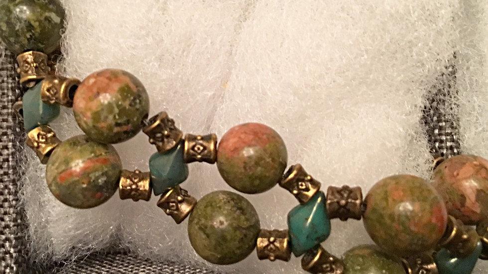 Beaded bracelet with green-reddish stones