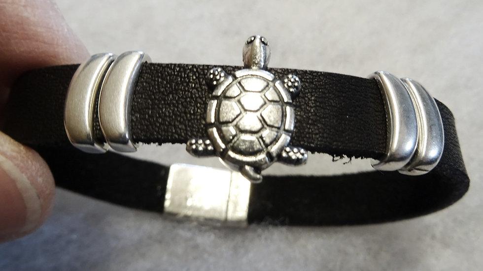 Ecuador Leather bracelet with turtle slider