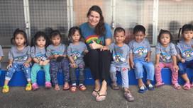 เด็กๆนิวโฮปกับคุณครูสอนภาษาอังกฤษ