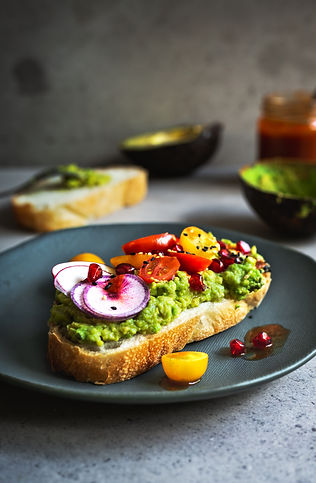 avocado-with-tomato-pomegranate-radish-o