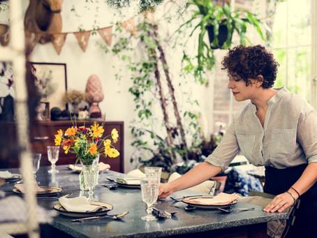 """ZOOM sur une expression : """"mettre la table""""et l'art de bien servir"""