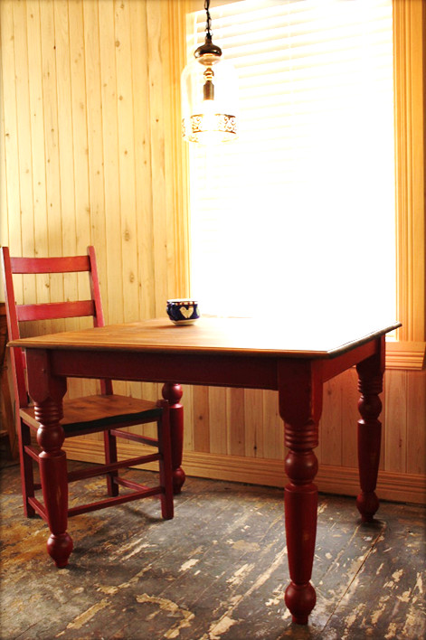 Table de cuisine en bois neuf, finition rustique on