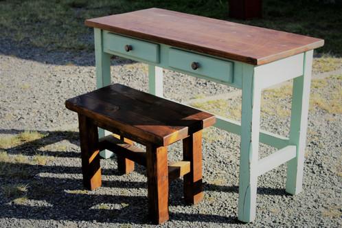 Bureau de travail en bois de grange avec finition peinture de lait