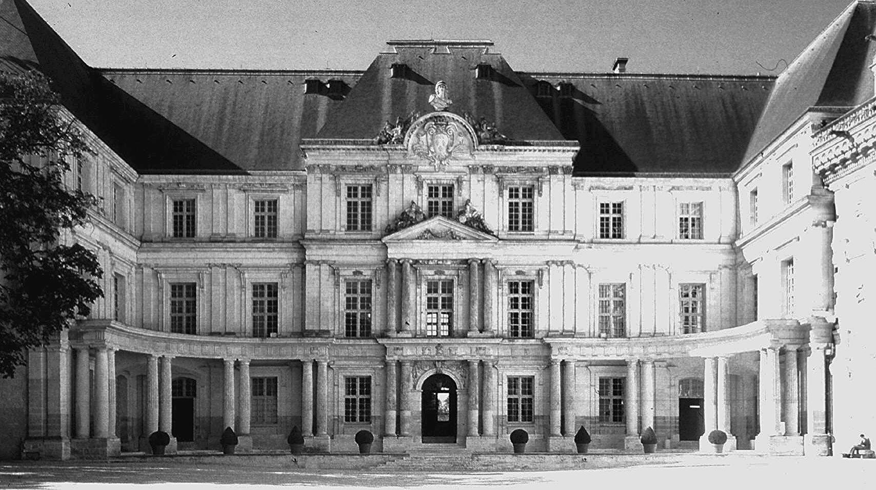 renaissance__blois_chateau_orleans_wing_ext1319569539543_edited.jpg