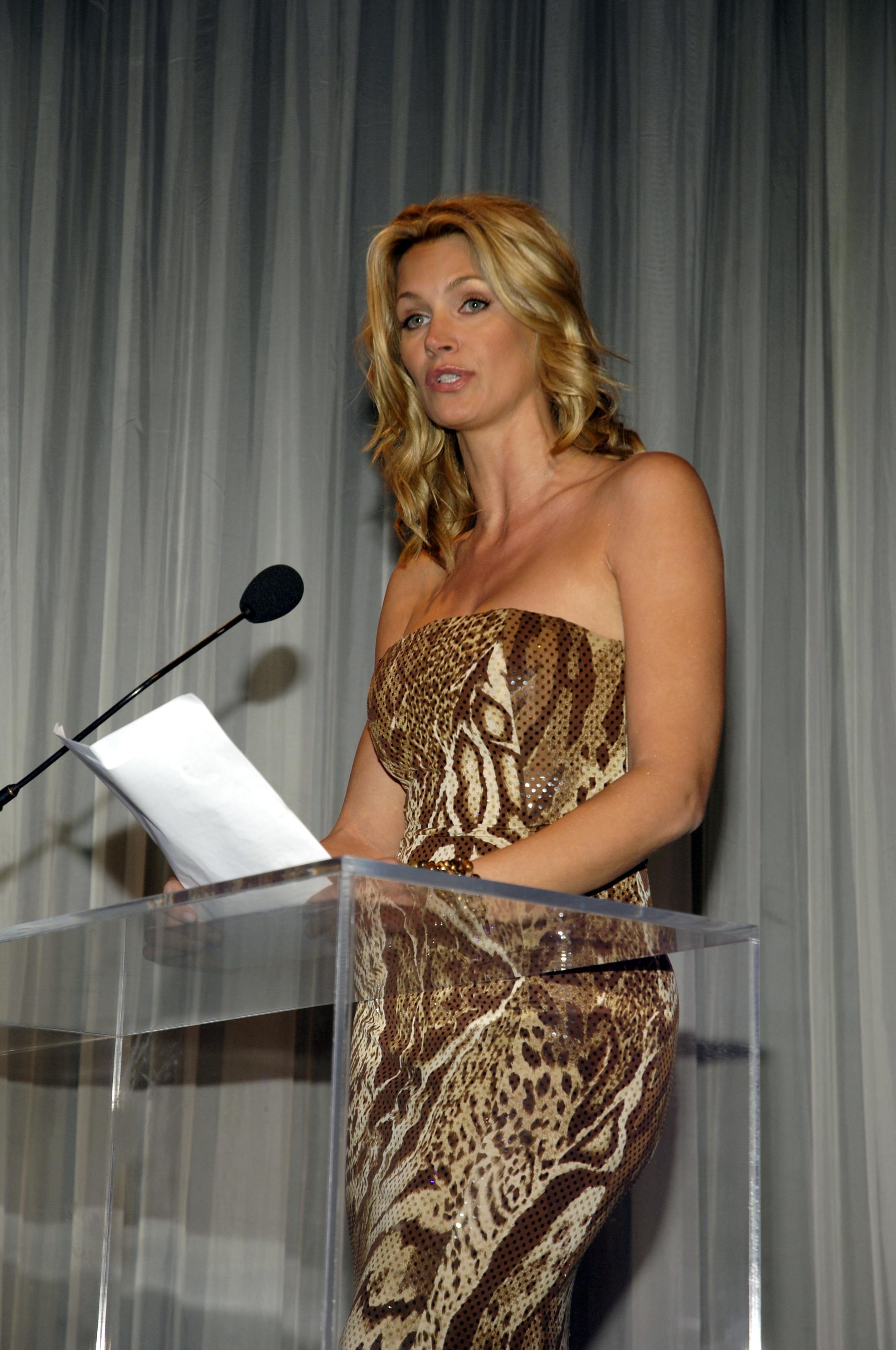 Natasha Henstirige in Lloyd Klein