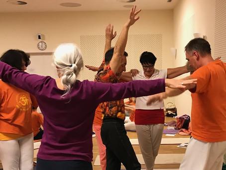 Yoga für Kinder und Vitalität im Alter, Hilfsmittel im Yoga-Unterricht