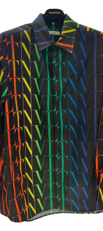 ヴァレンティノ(VALENTINO) メンズ トップス シャツ 長袖 ロゴ スナップボタン・レインボーカラーVLTNロゴプリント付ナイロンシャツ 黒 バレンティノ バレンチノ VV3CIA99 6G4 20K