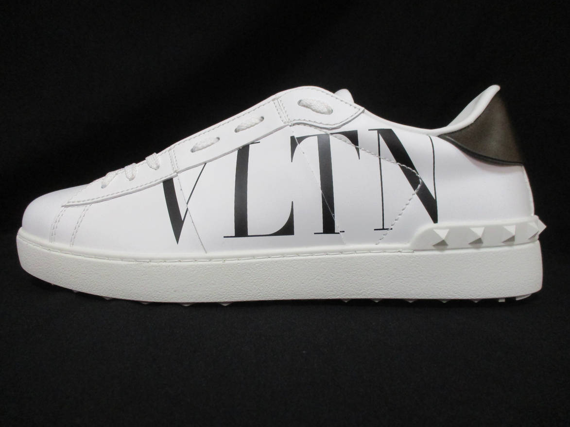 VLTN ヴァレンティノ VALENTINO メンズ 靴 スニーカー サイドVLTNロゴ・ソール/タン部分ロゴ・後部スタッズ付きスニーカー ホワイト バレンティノ バレンチノ ヴァレンチノ TY0S0830 PST A01