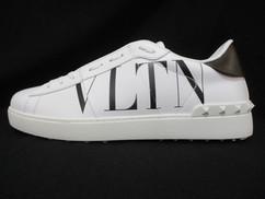 ヴァレンティノ VALENTINO メンズ 靴 スニーカー サイドVLTNロゴ・ソール/タン部分ロゴ・後部スタッズ付きスニーカー ホワイト バレンティノ バレンチノ ヴァレンチノ TY0S0830 PST A01