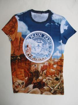 2020年春夏新作 バルマン(BALMAIN) メンズ トップス Tシャツ 半袖 ロゴ BALMAINメダリオンロゴ・風景画プリントTシャツ マルチカラー TH11601 I241 AAA