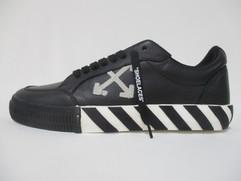 オフホワイト(OFF-WHITE) メンズ 靴 スニーカー ロゴ 2color ソール部分ライン入り・アローロゴワッペン付きスニーカー 白/黒 OMIA085F 19D68001 0110
