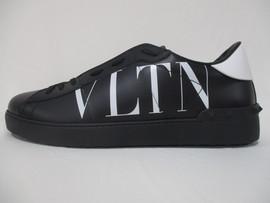 ヴァレンティノ VALENTINO メンズ 靴 スニーカー サイドVLTNロゴ・ソール/タン部分ロゴ・後部スタッズ付きスニーカー ブラック バレンティノ バレンチノ ヴァレンチノ TY0S0830 XZU 0NI