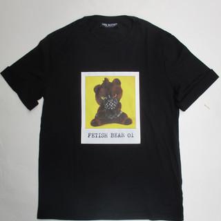 ニールバレット(Neil Barrett) メンズ トップス Tシャツ 半袖 ロゴ フロントFETISH BEARフォトプリントTシャツ ブラック PBJT551S M504S 1004