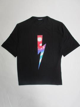 2020年春夏新作 ニールバレット(Neil Barrett) メンズ トップス Tシャツ 半袖 ロゴ 2color サンダーボルトグラフィティーロゴ付Tシャツ 白/黒 PBJT693S N541S 526/524